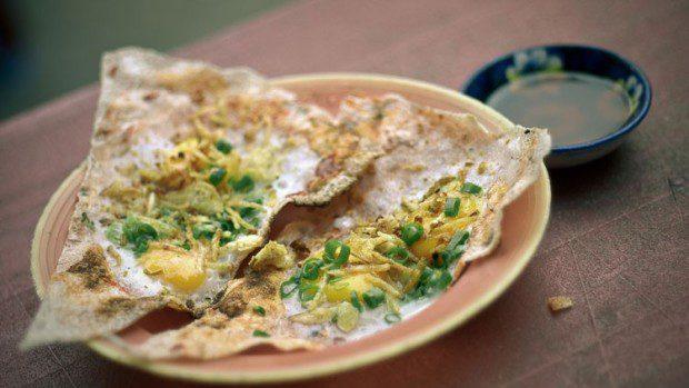 Bánh tráng dì hoa Địa chỉ 62/2a núi thành bán từ 8h - 23h.