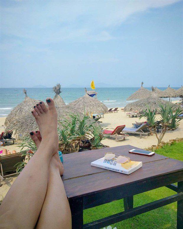 Ngoài ra, đến với bãi biển An Bàng bạn sẽ thích thú với các hàng quán được trang trí khá đẹp mắt. Họ chủ yếu sử dụng vật liệu lá dừa và tre để trang trí, tạo nên một không gian giản dị hiếm có. Ảnh: instagram liendoan