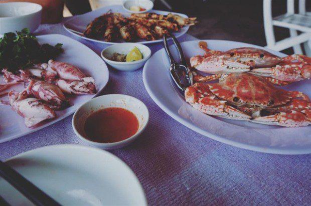 Về ăn uống, dù là bãi tắm hoang sơ, nhưng An Bàng vẫn đáp ứng nhu cầu ăn uống cho du khách. Bạn có thể thưởng thức nhiều món hải sản tươi sống ngon với giá cả phải chăng. Ảnh: instagram missy_le_thornley