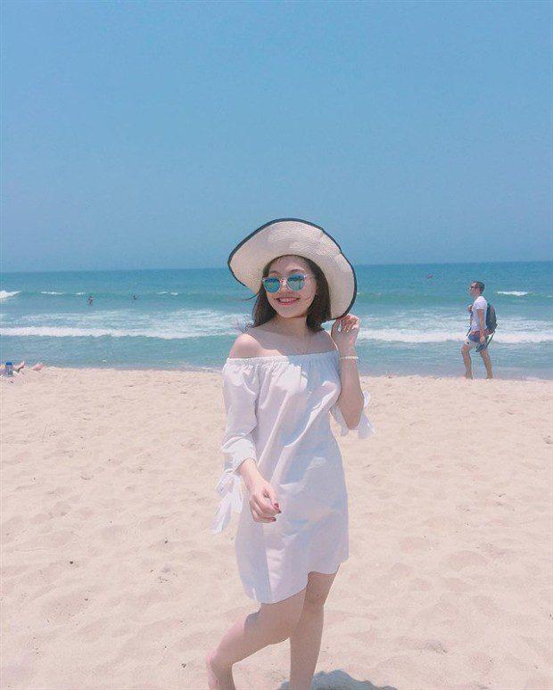 Đến với bãi biển xinh đẹp này, bạn sẽ vô cùng thoải mái khi được thỏa thích tắm biển, vui đùa trên cát, đi chân trần dạo trên những bờ cát trắng mịn màng, … cho bạn cảm nhận giống như nơi này chỉ dành riêng cho bạn đến đây vui chơi thư giãn. Ảnh: instagram ngotrinhh