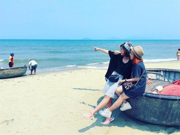 Nếu có dịp đến Hội An chơi, các bạn đừng quên khám phá bãi biển An Bàng – Bãi biển duy nhất của Việt Nam lọt vào top 50 bãi biển đẹp nhất thế giới. Với sự bình yên và vắng vẻ, An Bàng sẽ là điểm dừng chân lý tưởng cho các bạn trong mùa hè này. An Bàng nằm cách thành phố Hội An khoảng 3km, bạn có thể đạp xe băng qua những cánh đồng bát ngát, qua cây cầu nhỏ bắc ngang sông đến biển Cửa Đại. Ảnh: instagram futtynguyen92