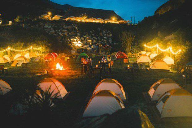 Và dĩ nhiên, trải nghiệm bạn không thể bỏ qua khi đặt chân đến Trung Lương đó chính là Khu cắm trại với vị trí tuyệt đẹp trại đây - nơi để bạn vừa hít thở không khí trong lành của rừng vắng, vừa sà vào lòng biển mát với lều bạt, đốt lửa trại, tổ chức vui chơi, chụp hình và tự chuẩn bị cho những bữa ăn của mình. (không mất phí vào cổng nhé)
