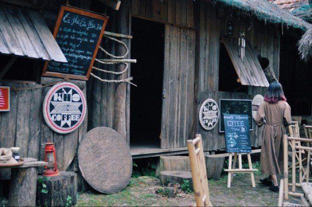 Quán cafe mang phong cách không giống ai ngay tại làng Cù Lần