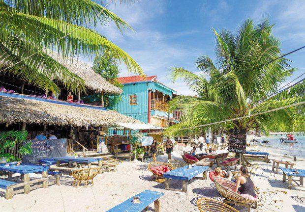 Sihanoukville là một thành phố cảng và khu nghỉ mát bãi biển nổi tiếng của Campuchia nằm bên vịnh Thái Lan. Đây là thành phố có cảng nước sâu duy nhất ở Campuchia, hấp dẫn du khách bởi những bãi biển cát trắng và các hòn đảo nhiệt đới ấm áp được bao quanh bởi rừng cây thốt nốt. Sihanoukville là một điểm du lịch thích hợp để du khách lựa chọn nghỉ ngơi, thư giãn và kết bạn.