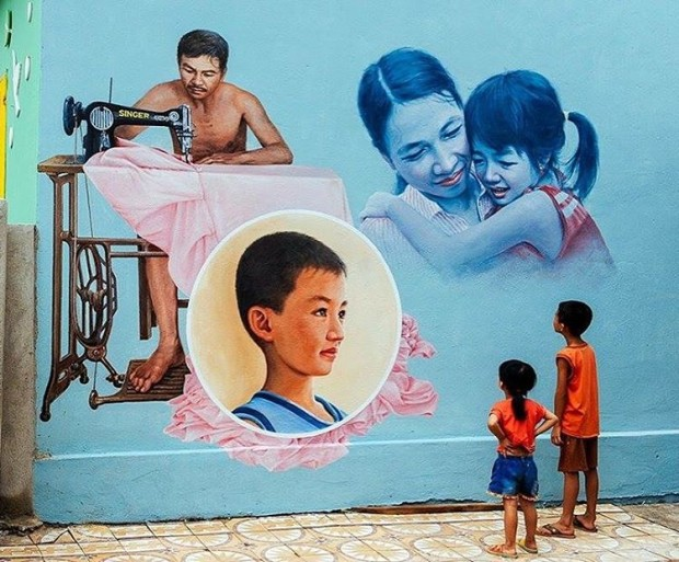 Cuộc sống của người dân địa phương được khắc họa qua những bức tranh