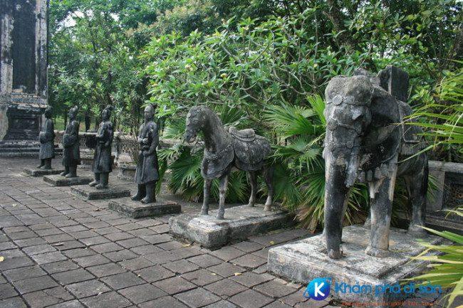 lang vua dong khanh tu lang khamphadisan 3 e1487905724869