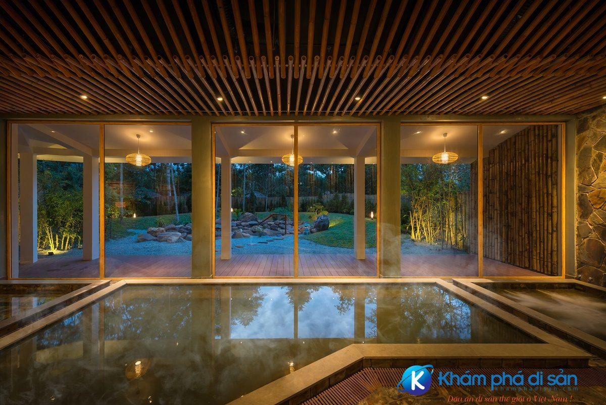 AWR Indoor Onsen 04 steam