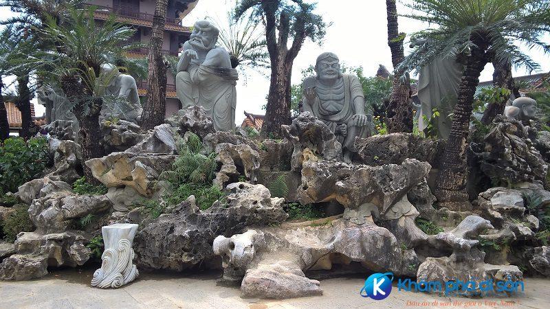 Khuôn viên chùa Thiên Hưng