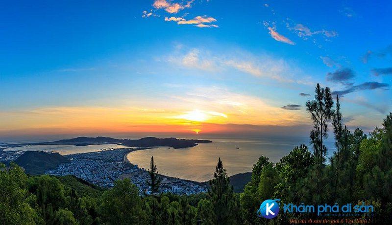 Lên đỉnh núi Vũng Chua