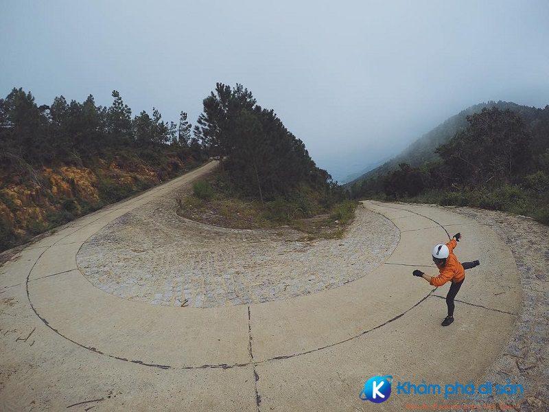 Đường lên núi Vũng Chua