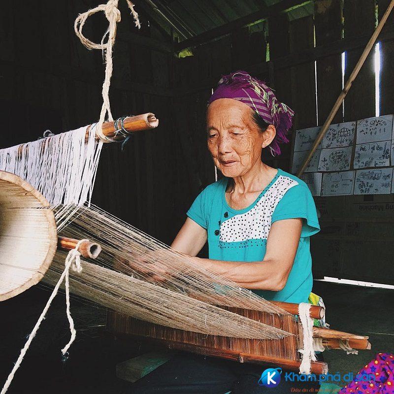 Làng dệt thổ cẩm Hà Giang