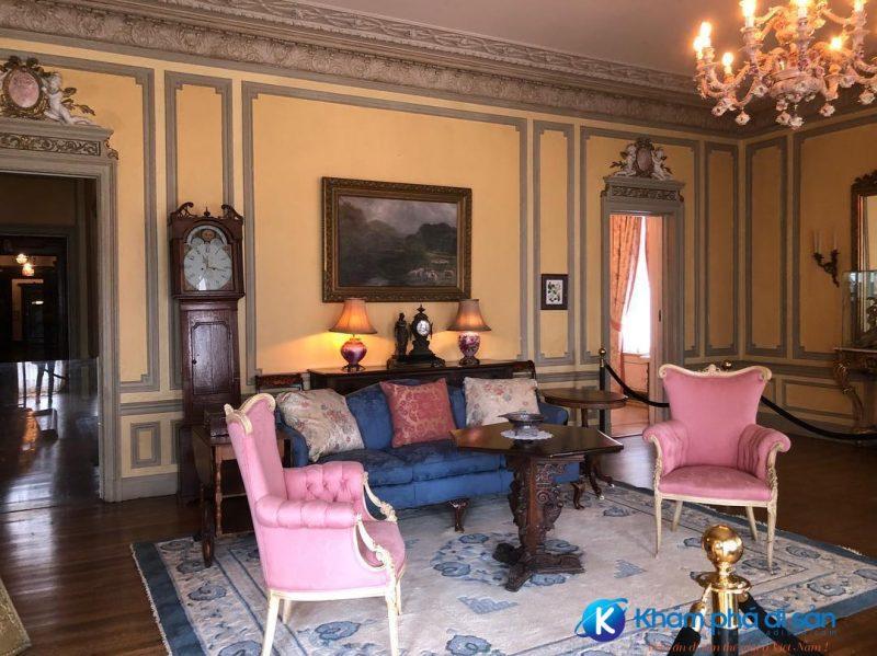 Căn phòng trong tòa lâu đài Casa Loma