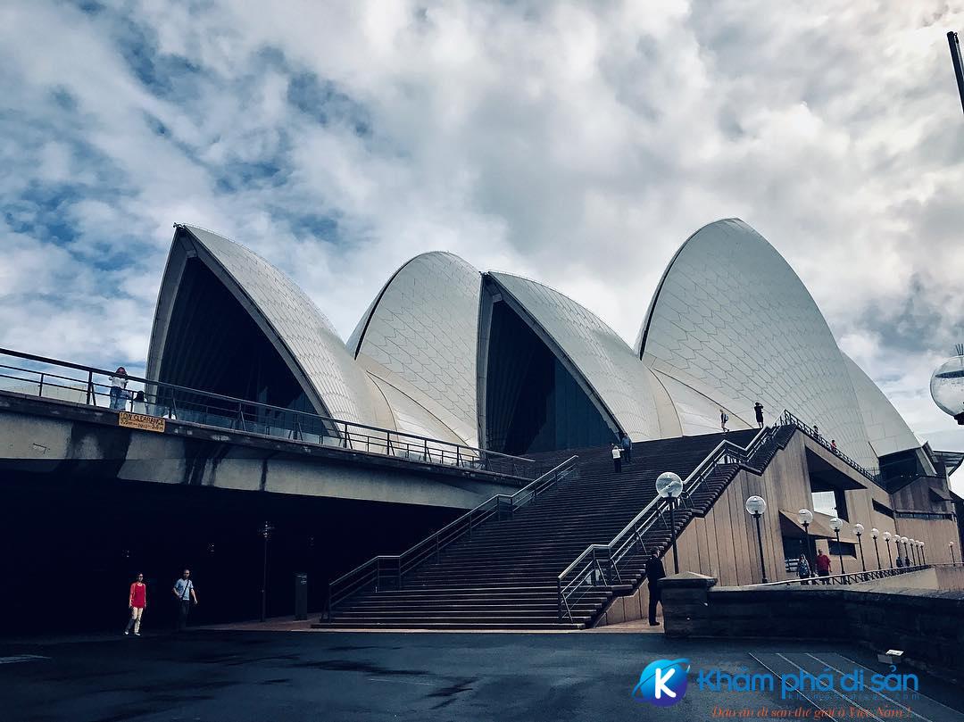 Kiến trúc khổng lồ nhà hát con sò
