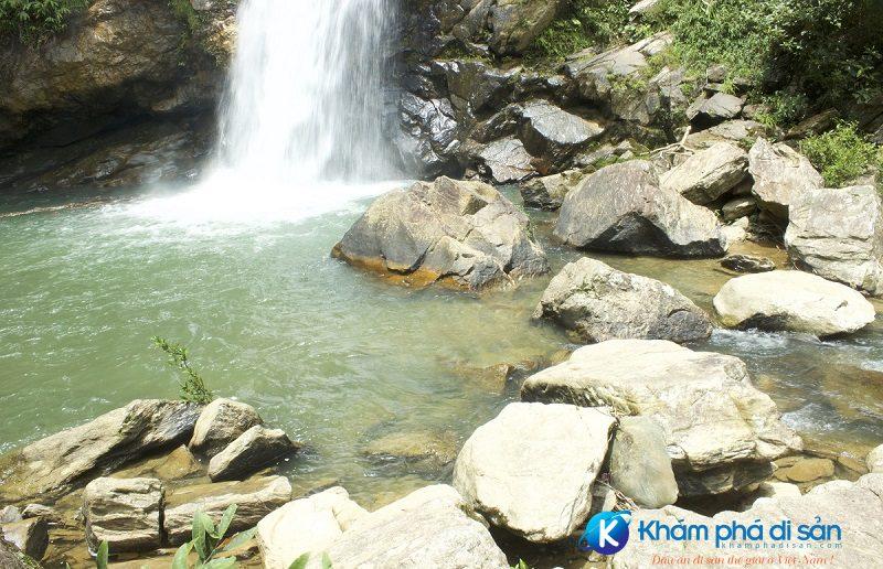 Phía dưới thác Pú Nhu