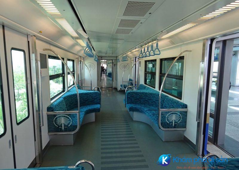 Bên trong tàu điện ngầm Palm Gateway