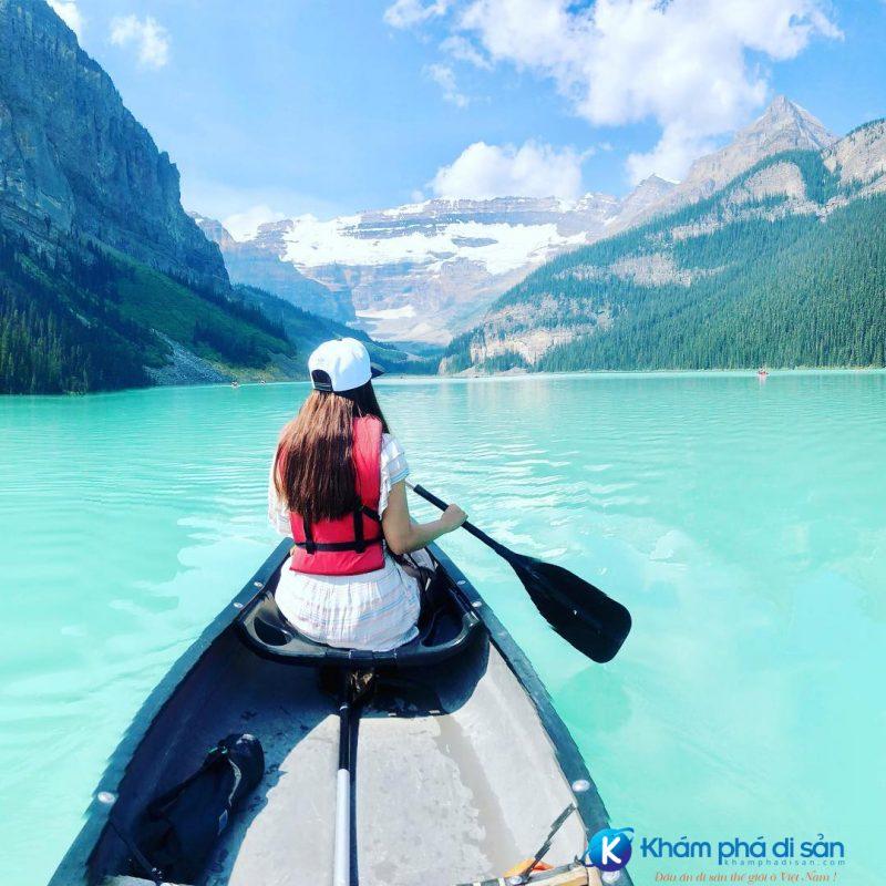 Chèo thuyền trên hồ Louise