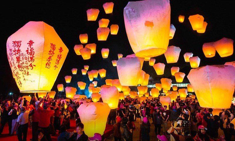 Lễ hội thả đèn trời Bình Khê